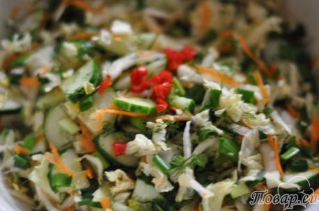 Салат овощной с капустой: шаг 2