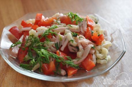 Готовый салат с болгарским перцем и ветчиной