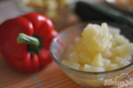 ингредиенты для салата с курицей и сладким перцем