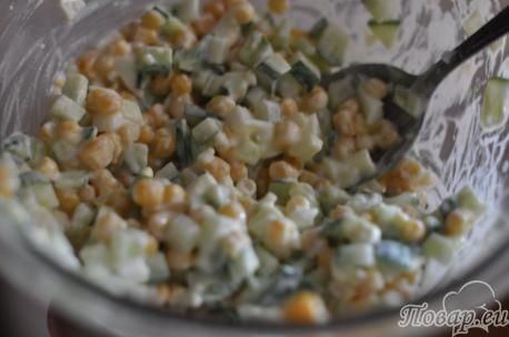 Заправка для салата с кукурузой и свежим огурцом
