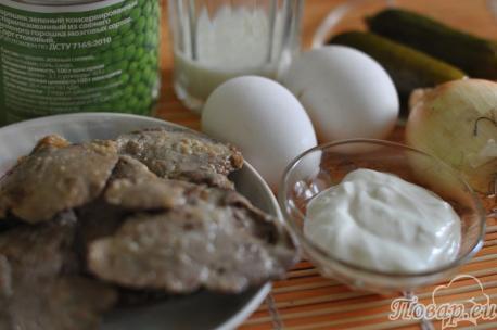 продукты для приготовления салата с печенью и омлетом