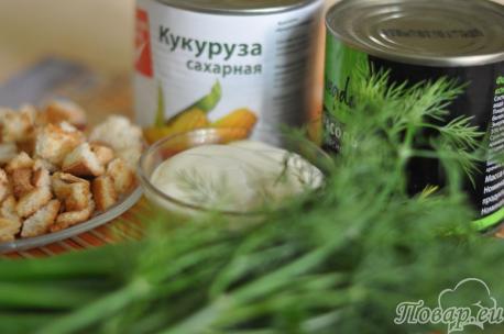 продукты для салата с сухариками и кукурузой