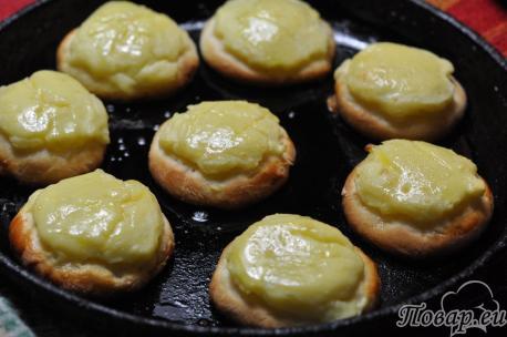 Готовые шаньги с картошкой
