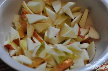 Рецепт шарлотки с яблоками в мультиварке: яблоки