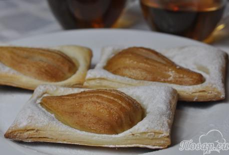 Слойки с грушами: готовое блюдо