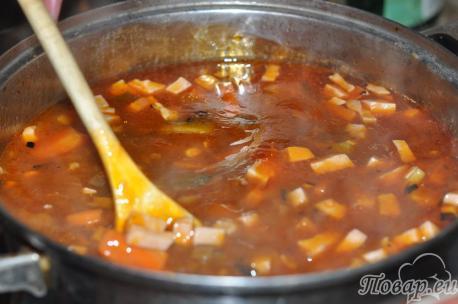 Солянка с колбасой: пряности