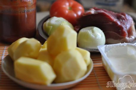 ингредиенты для приготовления свинины на шпажках.