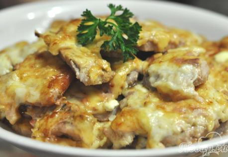 Свинина под сыром в духовке: готовое блюдо
