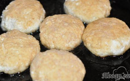 Сырники без муки: на сковороде