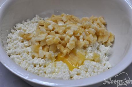 Сырники с бананом: яйцо, творог, банан