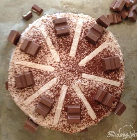 Украшаем торт Kinderschokolade какао