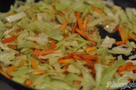 Тушёная капуста с мясом: обжаривание капусты