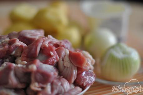 ингредиенты для приготовления тушёной картошки с куриными желудками