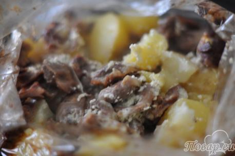Готовая тушёная картошка с куриными желудками