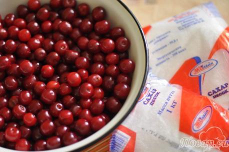 Ингредиенты для варенья из вишни с косточками