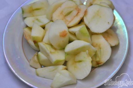 Яблочный коктейль с кефиром: кусочки яблок