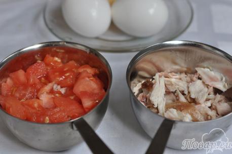 Яичница с помидорами и сыром: курица, помидоры