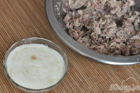 Закуска из консервированной скумбрии: рыба, соус