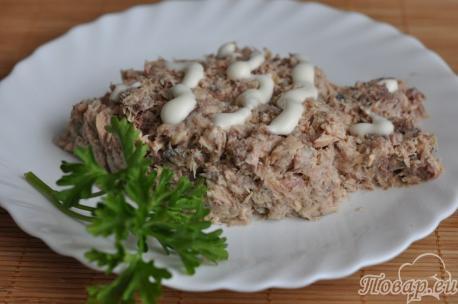 Закуска из консервированной скумбрии: готовое блюдо