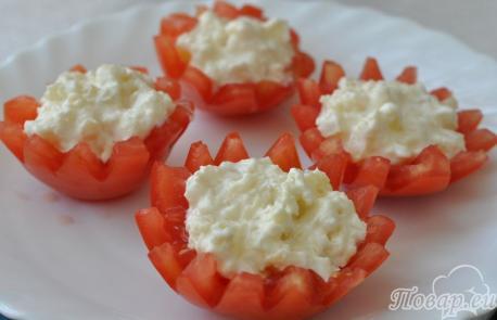 Закуска из помидоров с сыром: начинка в помидорах