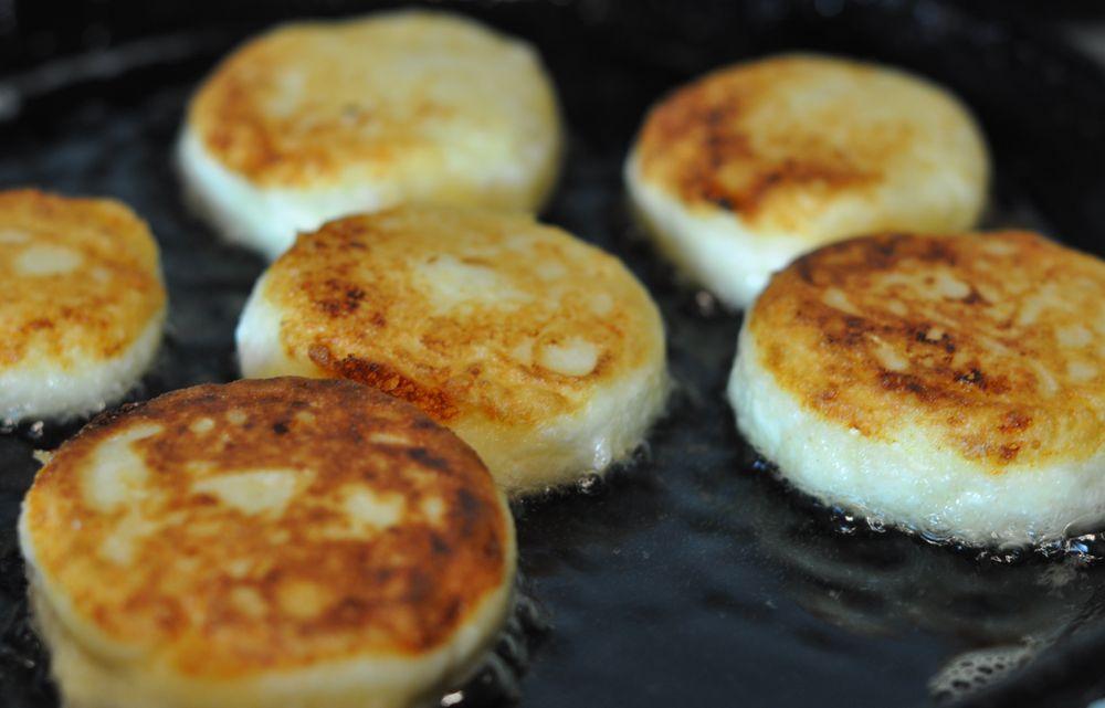 Сырники с черносливом из творога рецепт пошагово